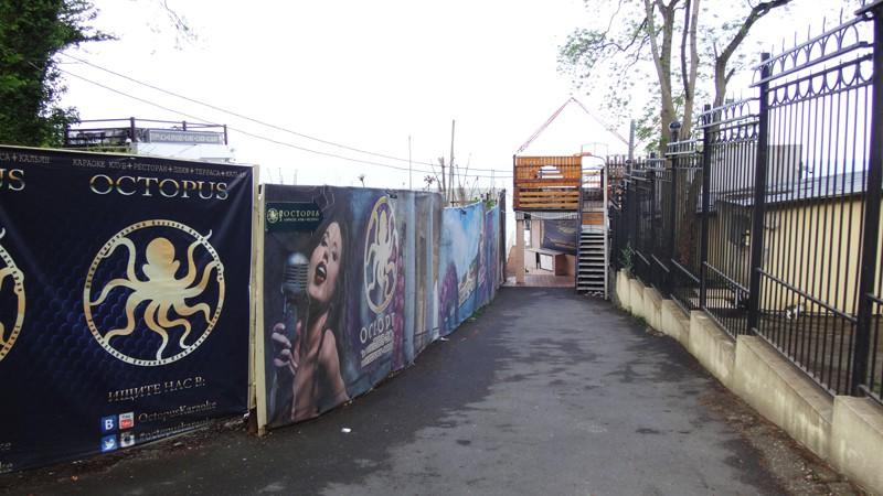 Эффективная реклама на заборе
