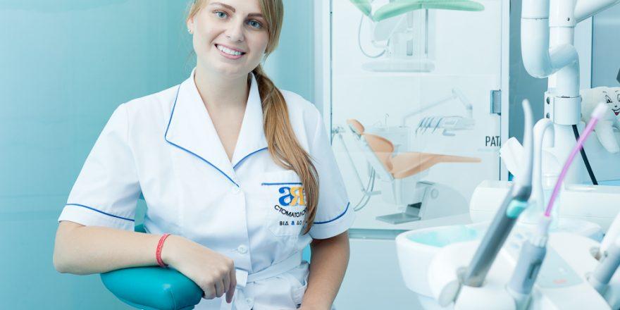 Женщина стоматолог