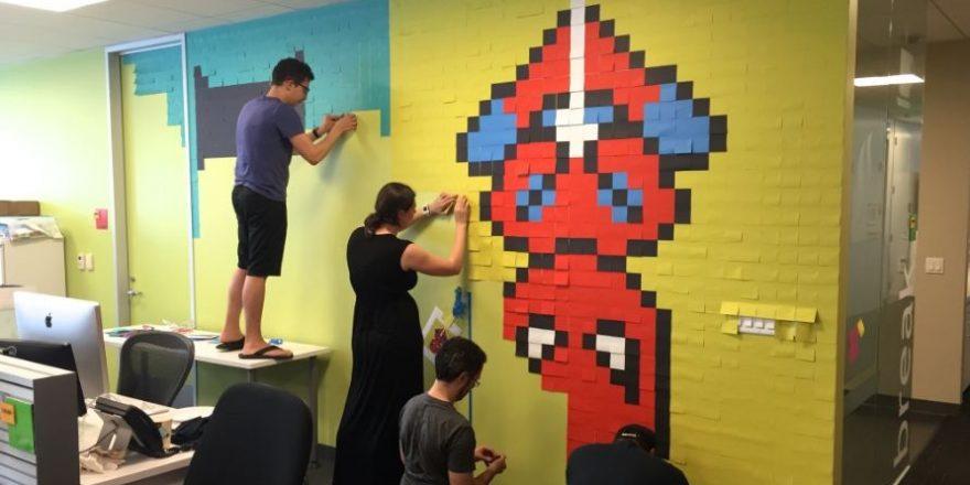 Украшение стен стикерами