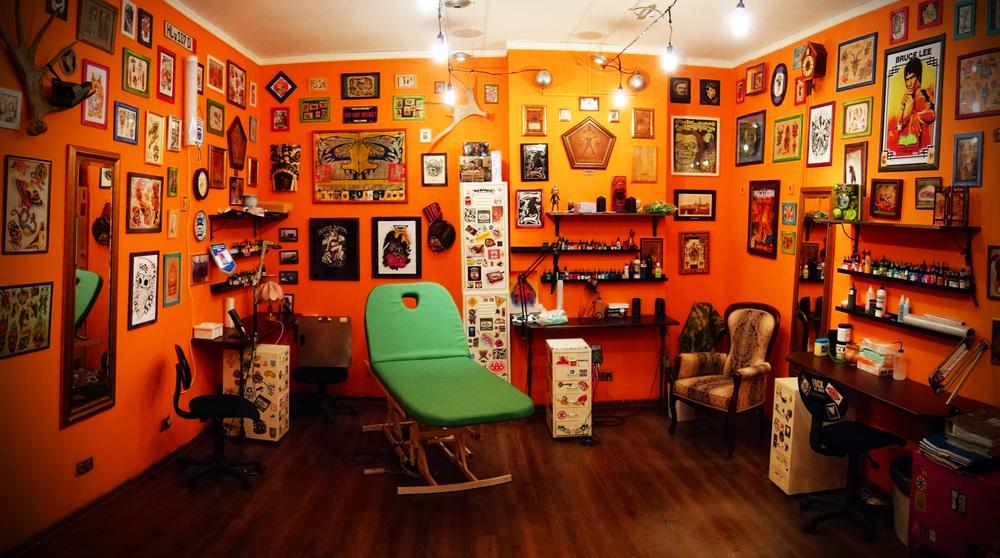 Интерьер студии тату фото