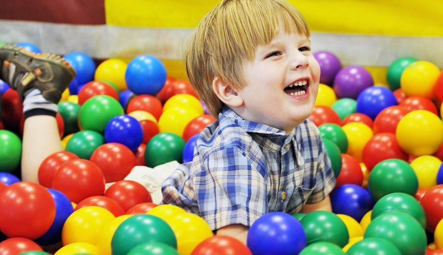 Ребенок в детском центре